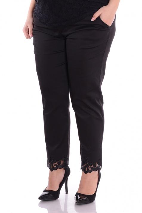 Елегантен дамски панталон в черен цвят с дантелка снимка 3