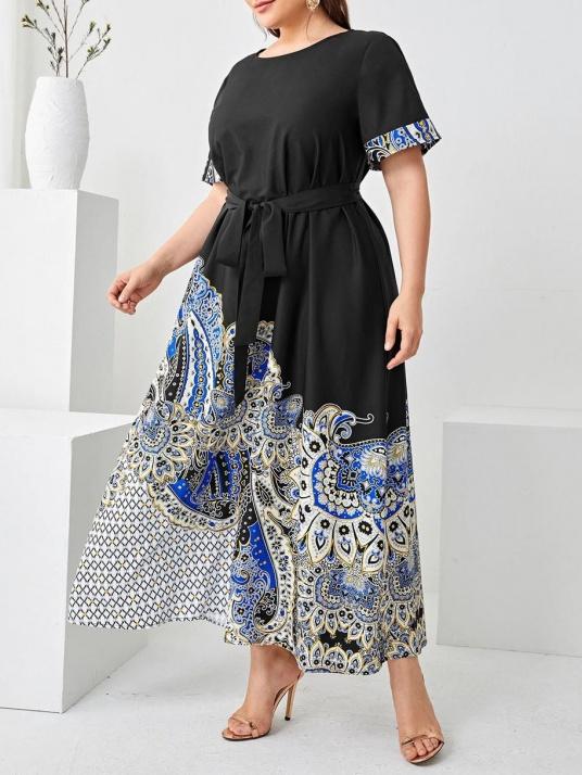 Черна рокля със сини орнаменти