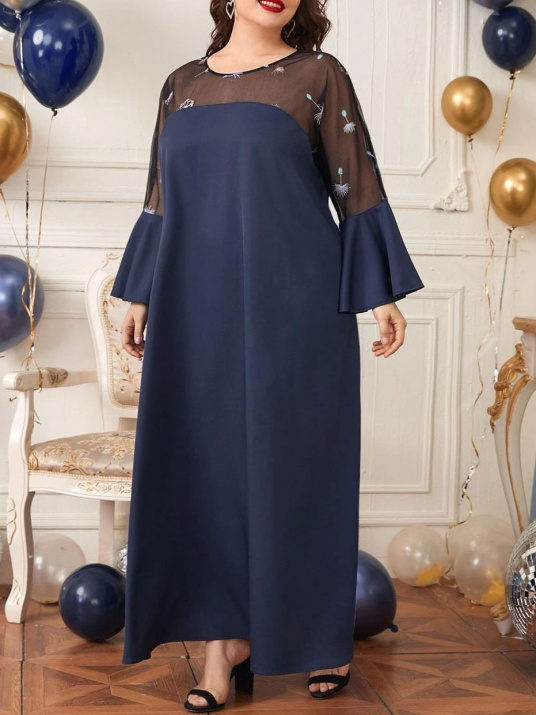 Синя елегантна рокля с бродиран тюл