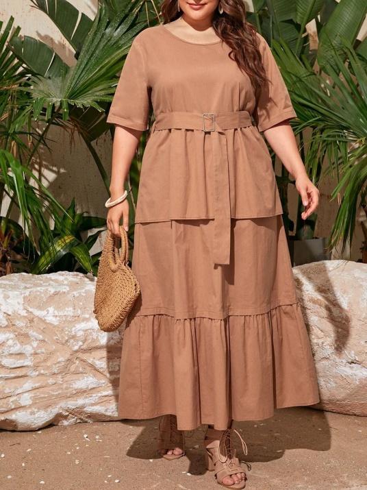 Елегантна рокля в бежево с коланче